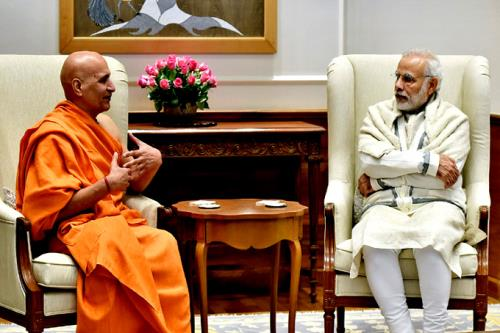 The Head of the Mokshayatan Yog Sansthan, Saharanpur, Swami Dr. Bharat Bhushan calling on the Prime Minister, Shri Narendra Modi, in New Delhi on January 06, 2016.