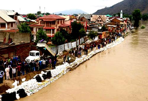The incessant rain  in kashmir valley  alarming fear levels of Jhelum waters on Saturday 30th June 2018