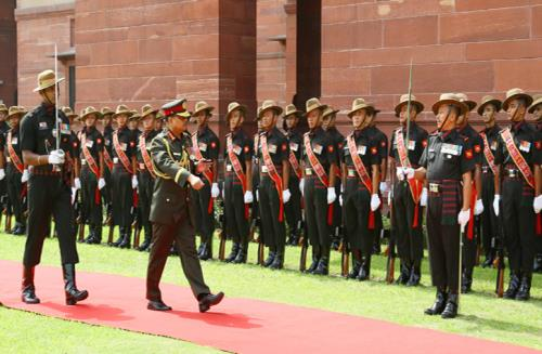 The Chief of Army Staff, Bangladesh Army, General Aziz Ahmed inspecting the Guard of Honour, in New Delhi on August 01, 2018.