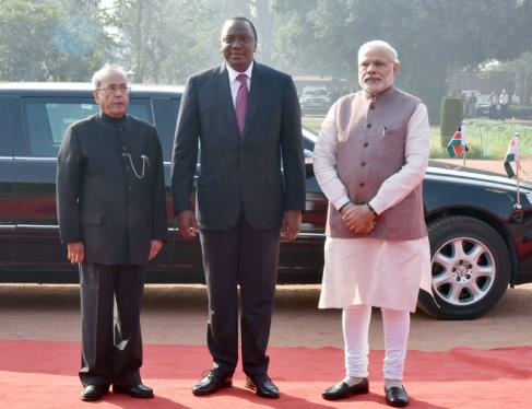 The President, Shri Pranab Mukherjee and the Prime Minister, Shri Narendra Modi with the President of Kenya, Mr. Uhuru Kenyatta at the ceremonial reception, at Rashtrapati Bhavan, in New Delhi on January 11, 2017.