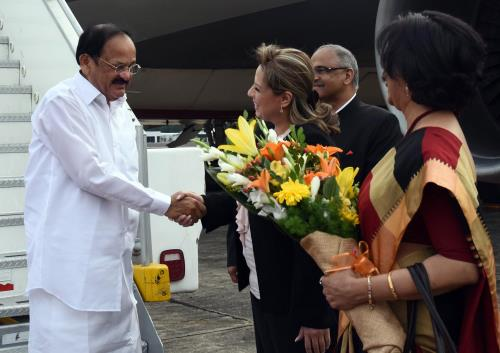The Vice President, Shri M. Venkaiah Naidu being received by the Foreign Minister of Guatemala, Mrs. Sandra Jovel, on his arrival, in Guatemala on May 06, 2018.