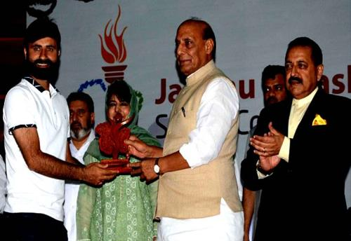 The Union Home Minister, Rajnath Singh felicitated many sporting stars from the State of J&K at Srinagar in Kashmir valley on 7June 2018