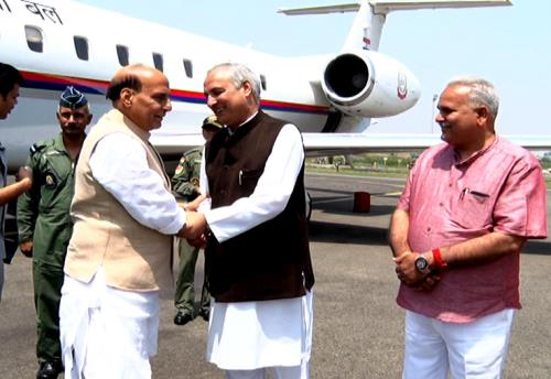 The Union Home Minister, Rajnath Singh is being received byMinister for Rural Development and Panchayati Raj, Abdul Rehman Veeri  at  rechinical airport Srinagar in Kashmir valley on 7June 2018