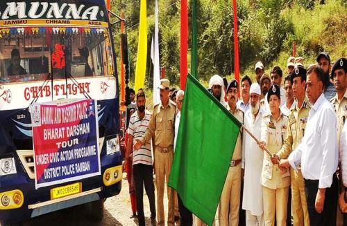 Deputy Inspector General of Police    Doda-Kishtwar-Ramban Range, Rafiq-ul-Hasan along with Deputy Commissioner, Showkat Aijaz Bhat and SSP, Anita Sharma flagged off a group of students from Ramban for Bharat Darshan tour from DPL Ramban.