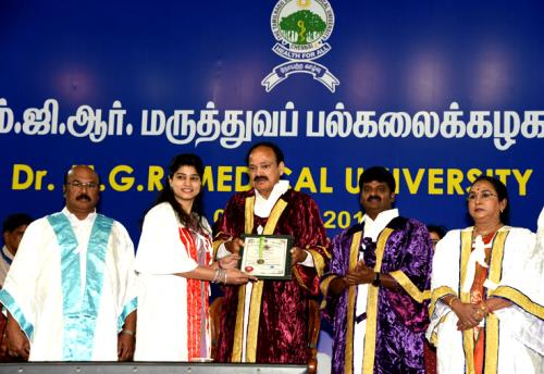 The Vice President, Shri M. Venkaiah Naidu presenting the Medals to the Students, at the 30th Convocation of Tamil Nadu Dr. M.G.R. Medical University, in Chennai on July 08, 2018