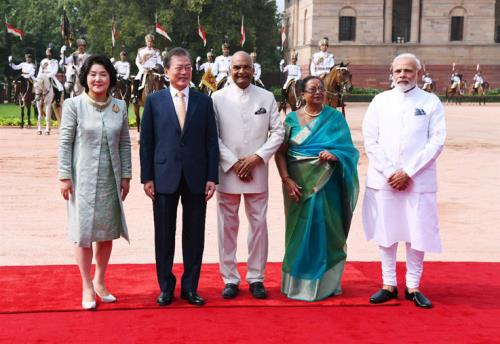 The President, Shri Ram Nath Kovind and the Prime Minister, Shri Narendra Modi with the President of the Republic of South Korea, Mr. Moon Jae-in, at the Ceremonial Reception, at Rashtrapati Bhawan, in New Delhi