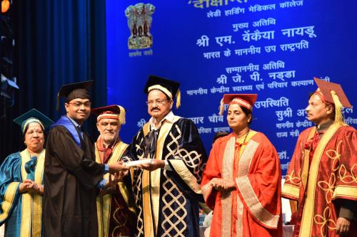 The Vice President, Shri M. Venkaiah Naidu presenting the degrees to students, at the Convocation of Lady Hardinge Medical College, in New Delhi on May 18, 2018