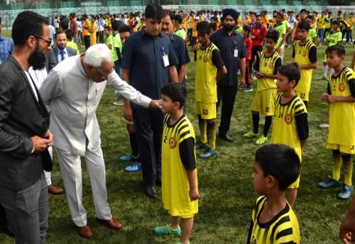 The Jammu and kashmir Governor Sh.N.N.Vohra interacting with young players during inaugurates SFA Football League Phase II on Monday 16th July 2018