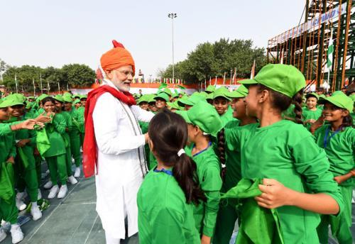 The Prime Minister, Shri Narendra Modi interacting with the school children after addressing the Nation on the occasion of 72nd Independence Day from the ramparts of Red Fort, in Delhi on August 15, 2018