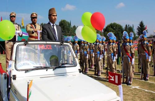 Deputy Commissioner Ghulam Mohammad Dar unfurled the national flag, inspected the parade and took salute at the march past  at District police lines Pulwama  in Kashmir on  the Eve of 72nd Independence Day