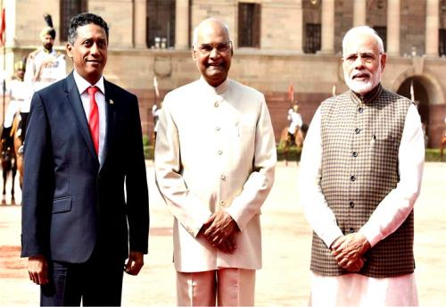 The President of the Republic of Seychelles, Mr. Danny Antoine Rollen Faure with the President, Shri Ram Nath Kovind and the Prime Minister, Shri Narendra Modi, at the Ceremonial Reception, at Rashtrapati Bhawan, in New Delhi on Monday 25 June 2018