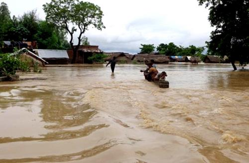 Flood situation continues to be grim in several districts of Uttar Pradesh more than 2 Lakh people affected badly