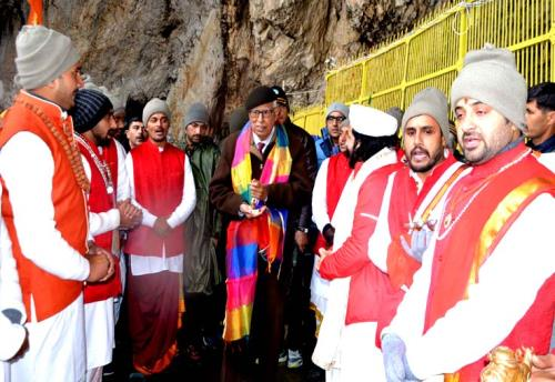 The  state of Jammu and kashmir Governor  sh. N.N Vohra at the holy cave on 28 June 2018