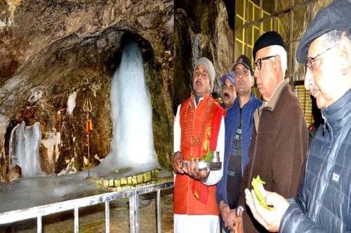 Governor pays obeisance at Holy Cave; Prays for sustained peace, harmony in J&K on 28 June 2018